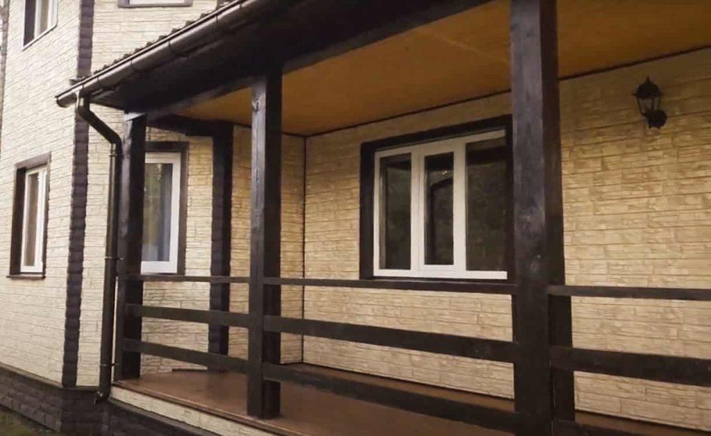 Отделка фасада дома сайдингом Грандлайн